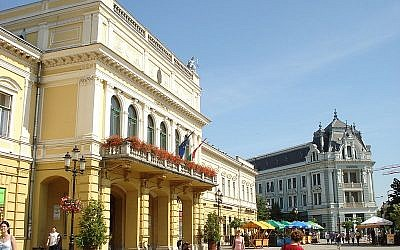 Main square, Nyiregyhaza, Hungary (David Sallay - (WT-en) Sloshmo at English Wikivoyage)