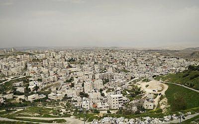 Isawiya neighbourhood from Hebrew University of Jerusalem at mount scopus  (Wikipedia/ Hidro)
