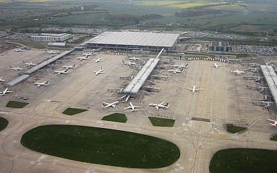 London Stansted Airport main terminal (Wikipedia)
