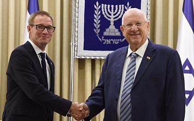 President Rivlin with Ambassador Neil Wigan  (Credit: Mark Neiman GPO)