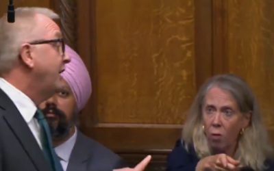 MP Liz McInnes interrupting Ian Austin's speech with Tanmanjeet Singh Dhesi MP on the left. (Jewish News - screenshot from Twitter)