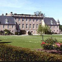 Gordonstoun School in Moray (Credit: Anne Burgess, CC BY-SA 2.0, www.commons.wikimedia.org/w/index.php?curid=328814)