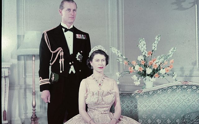Princess Elizabeth, Duchess of Edinburgh (later Queen Elizabeth II) and the Duke of Edinburgh in 1950   (Wikipedia/National Film Board of Canada. Photothèque. Library and Archives Canada, e010955850  -https://www.flickr.com/photos/lac-bac/7195938514/)