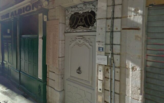 The commemorative plaque on Sainte-Catherine road in Lyon (credit: Google Maps Street View)