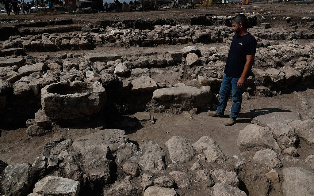 Israeli archaeologists work at the ancient site of En Esur (Ein Asawir) where a 5000-year-old city was uncovered, near the Israeli town of Harish on October 06, 2019.. Photo by: JINIPIX