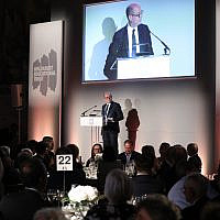 Nick Robinson speaking at the HET dinner.