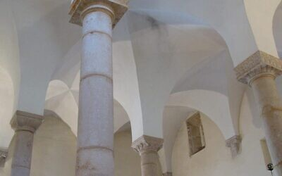 The four pillars of the Synagogue of Tomar, Portugal. (Wikimedia Commons)