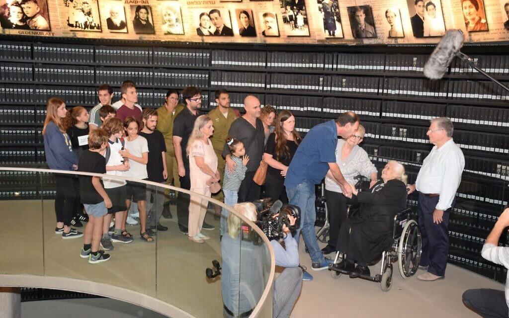 Descendants of the Mor (formerly Mordechai) family greet Melpomeni Dina, who helped save members of their family during the Holocaust  (Credit: Yad Vashem)
