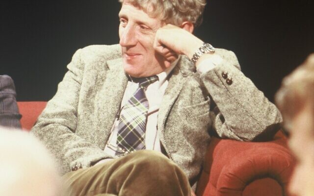 Jonathan Miller appearing on late-night broadcast After Dark in  1988 (Credit: Open Media, Wikipedia Commons)