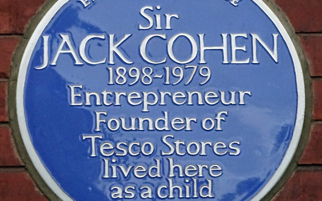 Blue plaque commemorating Sir Jack Cohen (Credit: Spudgun67, Wikimedia Commons, www.commons.wikimedia.org/w/index.php?curid=36808750)
