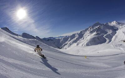 Skiing the pistes of Serfaus. Credit: www.lightwalk.de