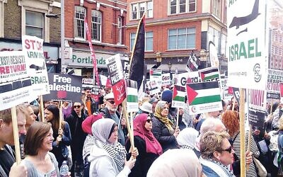 Picture of demonstrators against Israel holding Palestine Solidarity Campaign placards (Credit: Jewish News)