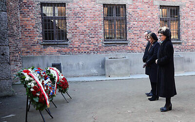 U.S. House Speaker Nancy Pelosi, centre, and speakers of Poland's parliament lay wreaths at the executions Death Wall of the World War II Nazi death camp of Auschwitz-Birkenau. (US Consulate General in Krakow via AP)