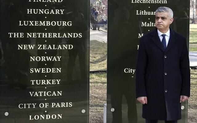 Mayor of London Sadiq Khan and the director of the Auschwitz-Birkenau State Museum (AP Photo/Czarek Sokolowski)