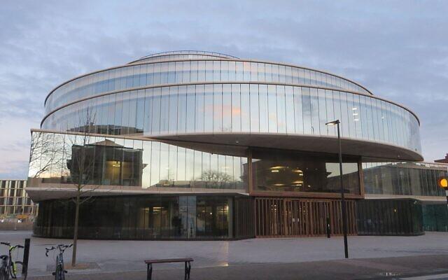 The Blavatnik School of Government building of Oxford University, in Walton Street, Oxford (Wikipedia/Jpbowen/Creative Commons Attribution-Share Alike 4.0 International license)