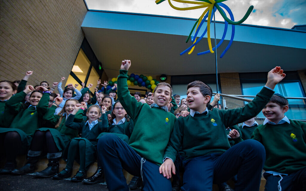 Noam students celebrate their new building! (Picture credit: Jonathan Kalmus)