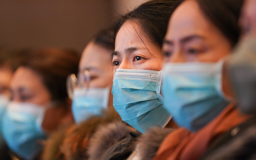 Medical staff from Shanghai attend a medical training in Wuhan, central China's Hubei Province, Jan. 25, 2020. (Xinhua/Cheng Min)