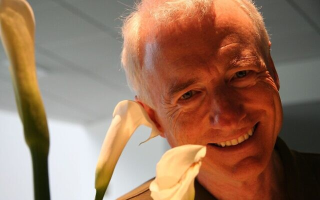 Larry Tesler   (Wikipedia/Author: Yahoo! Blog from Sunnyvale, California, USA/ Source: Larry Tesler Smiles at Whisper/  Creative Commons Attribution 2.0 Generic license / (CC BY 2.0) / https://creativecommons.org/licenses/by/2.0/legalcode)