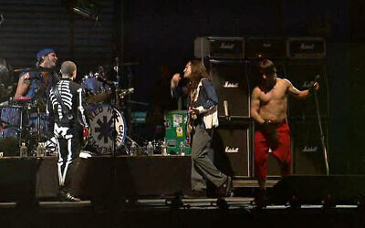 Red Hot Chili Peppers in 2003    (Wikipedia/Greytux/  Creative Commons Attribution-Share Alike 4.0 International license: https://creativecommons.org/licenses/by-sa/4.0/legalcode)