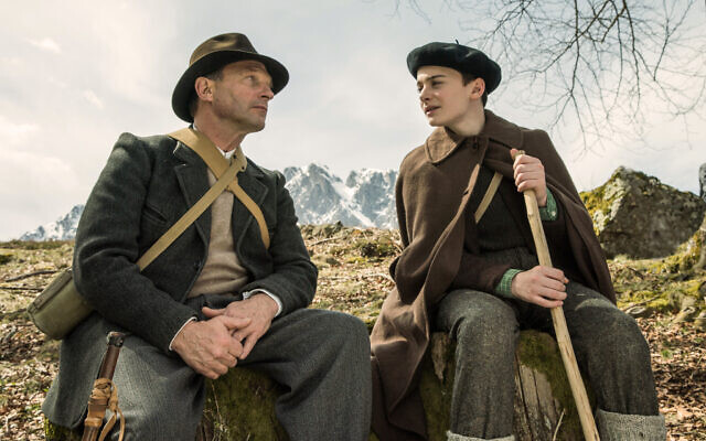 Noah Schnapp with  Thomas Kretschmann in Waiting for Anya (2020)