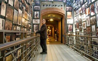 David Baddiel at the Holocaust Memorial Museum, Washington DC. Credit: Laurence Turnbull