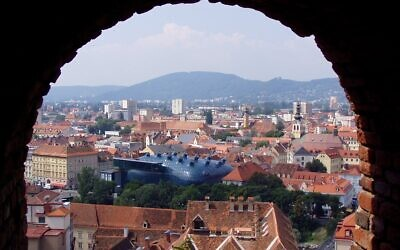 Aerial view of Graz   (Wikipedia/Author:Marek Ślusarczyk (Tupungato) Photo gallery/https://creativecommons.org/licenses/by/3.0/legalcode / Attribution 3.0 Unported (CC BY 3.0))
