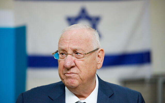 President Reuven Rivlin casts (Photo by: JINIPIX)