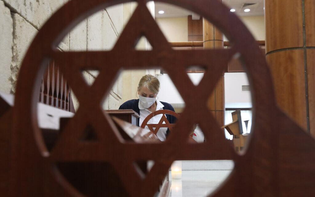 Sanitising the synagogue at the Moscow Jewish Community Center. Russia's Chief Rabbi Berl Lazar has ordered to close the synagogue at the Moscow. (Vladimir Gerdo/TASS)