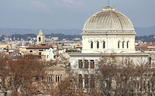 The square dome of the Great Synagogue emerging over Rome's skyline. (Wikipedia/AuthorDguendel/Attribution 3.0 Unported (CC BY 3.0) https://creativecommons.org/licenses/by/3.0/legalcode)