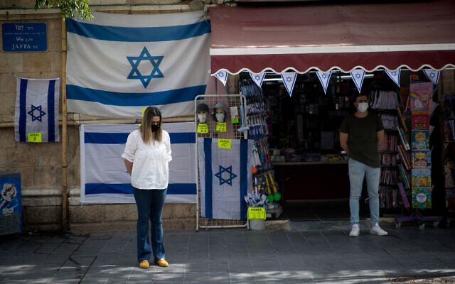 Israelis wearing protective masks due to the COVID-19 pandemic.  Photo by: JINIPIX