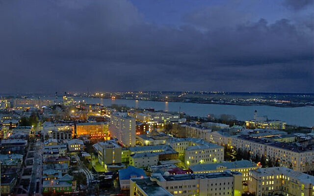 Arkhangelsk at night (Attribution: Engine9 at Russian Wikipedia/ (CC BY-SA 2.5) https://creativecommons.org/licenses/by-sa/2.5/legalcode )