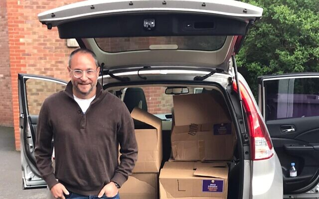 David Rose, of Barnet United Synagogue, delivers boxes (Credit: United Synagogue)