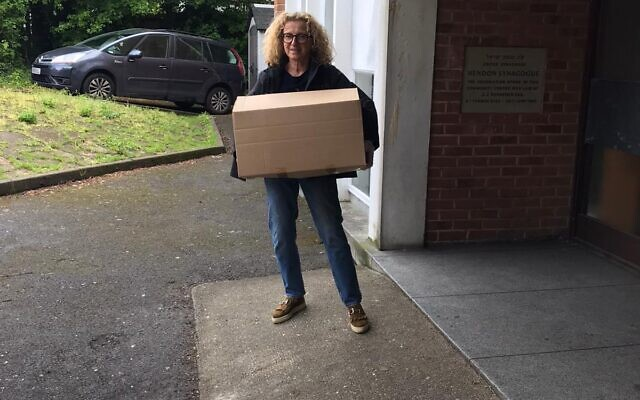 Mandy Sethill, of Woodside Park United Synagogue, making a delivery (Credit: United Synagogue)