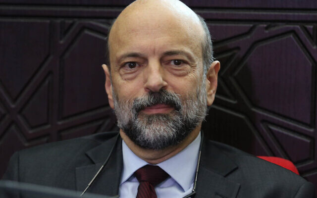 Omar Razzaz (Wikipedia/Attribution: Addustour, Jordan Press & Publication Co./Ahmad Abdo / Attribution-ShareAlike 4.0 International (CC BY-SA 4.0)  https://creativecommons.org/licenses/by-sa/4.0/legalcode)