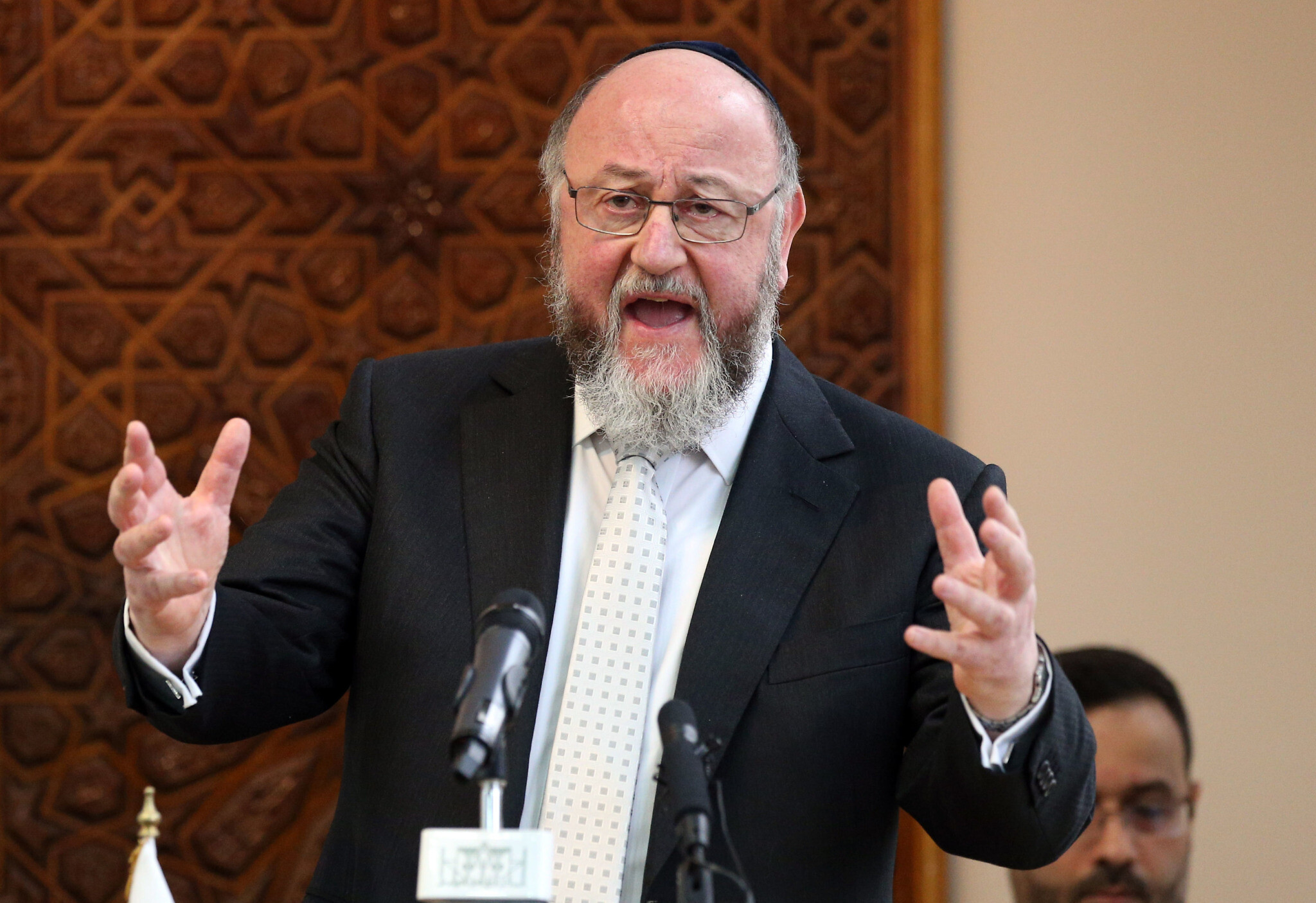 Chief rabbi accuses Facebook and Twitter of complicity in antisemitism