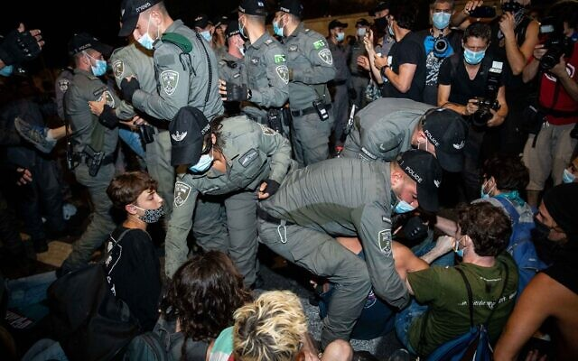 Israeli police remove protesters during a protest against Israeli prime minister Benjamin Netanyahu outside the prime minister's residence in Jerusalem on July 26, 2020. Photo by: JINIPIX