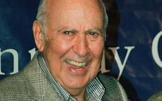 Carl Reiner (Wikipedia/Source	Winner of Mark Twain prize Carl Reiner ...with Dick Van Dyke/ Author	John Mathew Smith & www.celebrity-photos.com from Laurel Maryland, USA/ (CC BY-SA 2.0) https://creativecommons.org/licenses/by-sa/2.0/legalcode