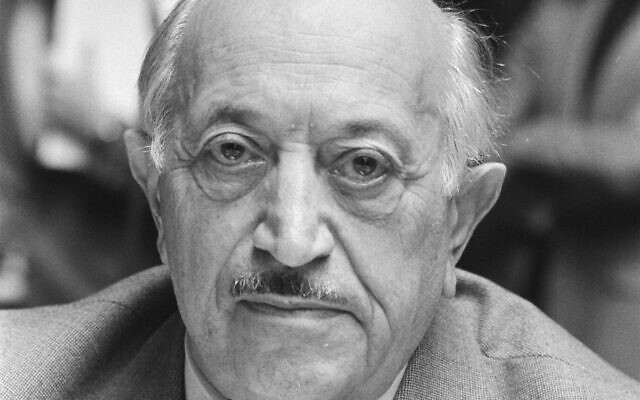 Simon Wiesenthal (Wikipedia/ Source	http://proxy.handle.net/10648/ad201a9c-d0b4-102d-bcf8-003048976d84 /  Author: Rob Bogaerts / Anefo / CC0 1.0 Universal (CC0 1.0) Public Domain Dedication https://creativecommons.org/publicdomain/zero/1.0/legalcode)