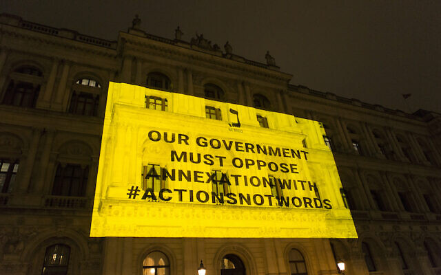 Na'amod's message projected onto the foreign office