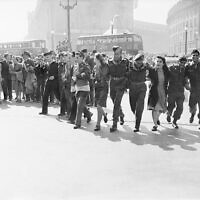 Civilians and service personnel in London celebrating V-J Day on August 15, 1945 (Wikipedia/