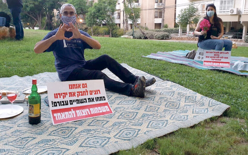 Israelis protest being separated from their significant others, outside the residence of the foreign minister