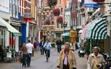Kleine Houtstraat street in Haarlem, Netherlands. (Wikipedia/AuthorMarek Ślusarczyk (Tupungato) Photo gallery/ www.microstock.pl/Attribution 3.0 Unported (CC BY 3.0))