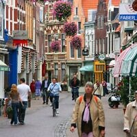 Kleine Houtstraat street in Haarlem, Netherlands. (Wikipedia/Author	Marek Ślusarczyk (Tupungato) Photo gallery/ www.microstock.pl/Attribution 3.0 Unported (CC BY 3.0))