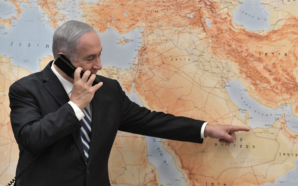 Israeli Prime Minister Benjamin Netanyahu pointing on a map as he speaks to flight LY971 Captain Tal Becker upon the plane's landing in Abu Dhabi, United Arab Emirates, from the Prime Minister's Office in Jerusalem, 31 Aug 2020.  Photo by: KOBI GIDEON- GPO Via JINIPIX