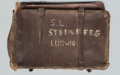 Case discovered by the Auschwitz museum, linked to a shoe worn by Amos Steinberg, inscribed with a message from his family