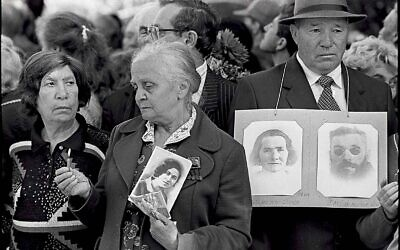 Relatives of victims of Babyn Yar at a memorial ceremony (Babyn Yar Holocaust Memorial Center)