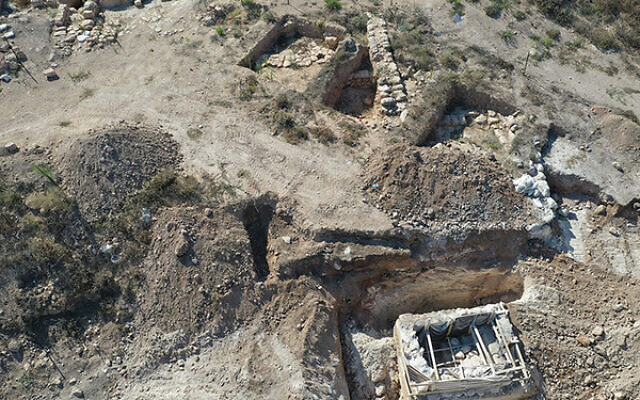 The farm with the ritual bath (lower right). Photo: Abd Ibrahim/Israel Antiquities Authority.