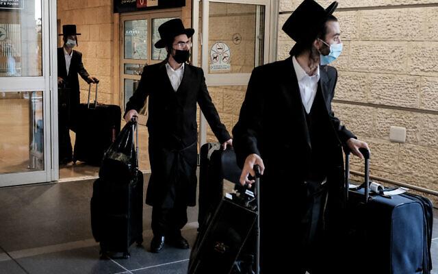 Strictly-Orthodox travellers arrive at Tel Aviv's Ben Gurion International Airport   (Credit Image: © Nir Alon/ZUMA Wire)