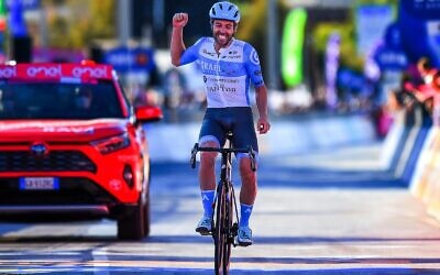 Alex Dowsett wins at the Giro D'Italia (Credit:  Bettini Photos)