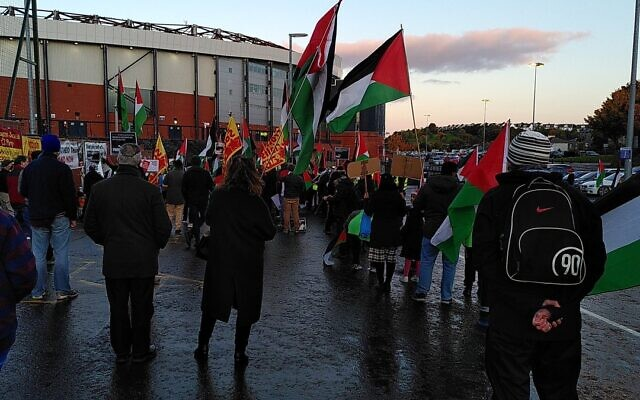 Anti-Israel demonstrators outside Hampden Park, protesting against Israel's presence in the Euro 2020 qualifier match against Scotland (Credit: The_Shadowlight on Twitter.)